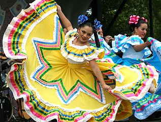 317px-Cinco_de_Mayo_dancers_in_Washington_DC