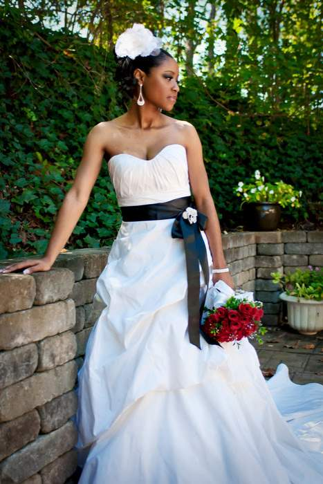 elegant bride with red roses at wedding venue